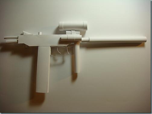 pistolet mitrailleur papier