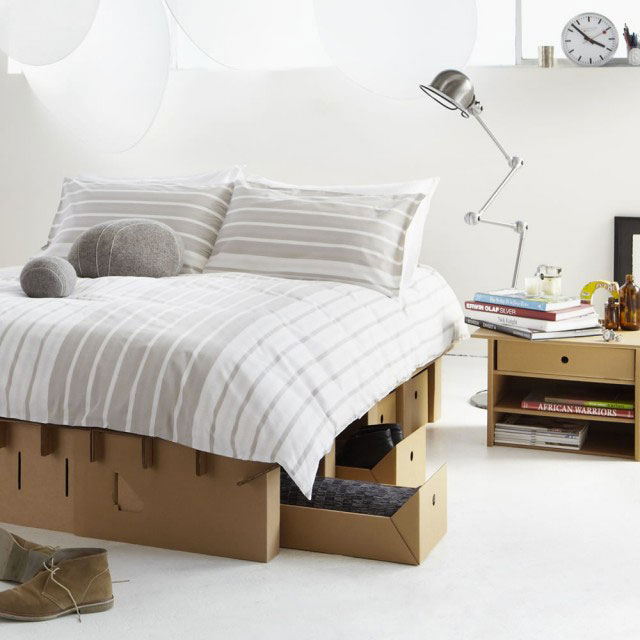 lit en carton. Black Bedroom Furniture Sets. Home Design Ideas