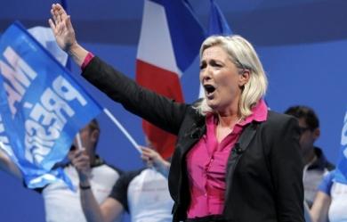 Marine-Le-Pen_salut nazi