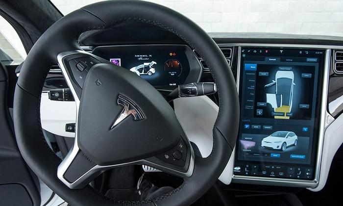 Tableau de bord Tesla X