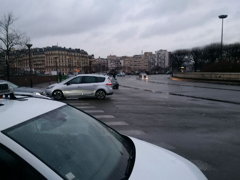 Grève taxis blocage rues avoisinantes par crs