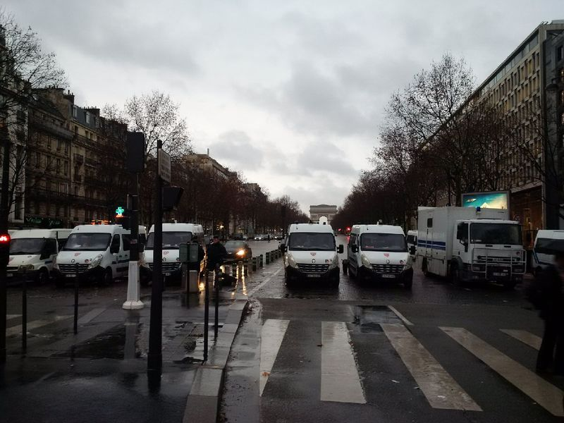 Grève taxis crs porte maillot
