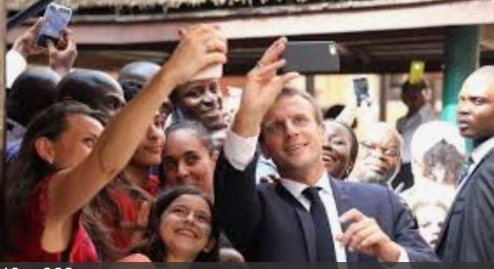 Macron selfie 2